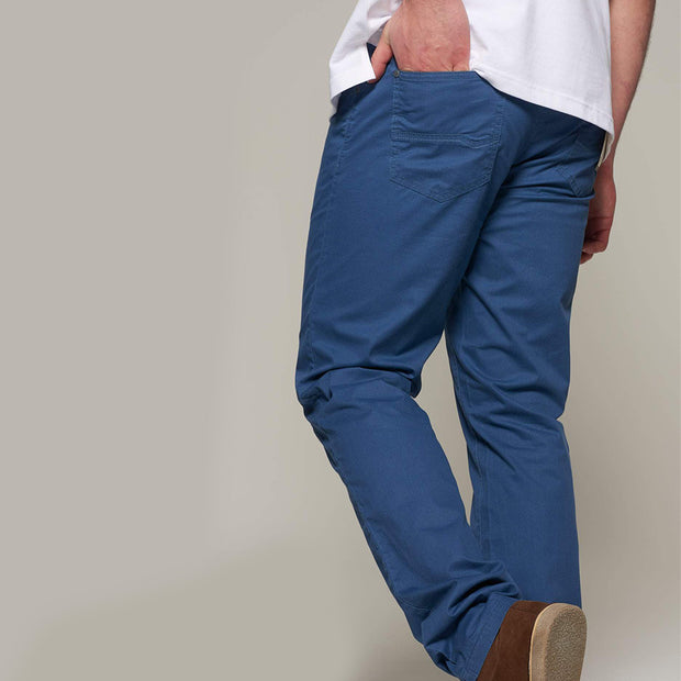 Fortmens model wearing Redpoint Milton 5 Pocket Chino - Blue side view