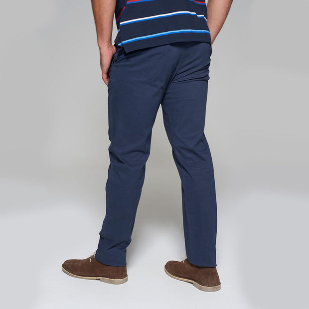 Fortmens model wearing a Redpoint Chino Odessa Chino in Navy back view