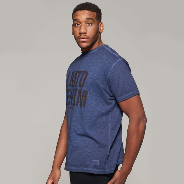 Fortmens model wearing Replika Jeans - LMTD denim cool dyed fashion t-shirt - navy blue - side view