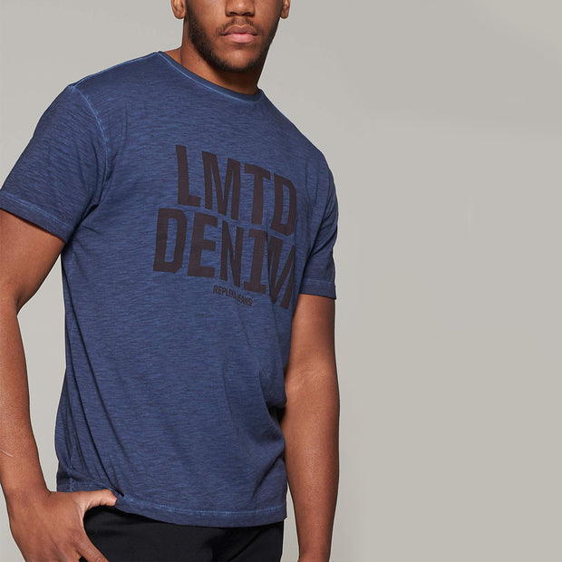 Fortmens model wearing Replika Jeans - LMTD denim cool dyed fashion t-shirt - navy blue - close up
