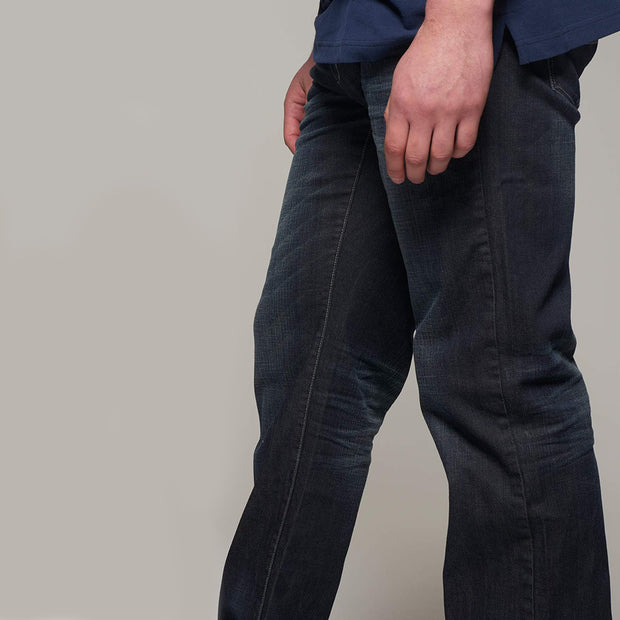 Fortmens model wearing Replika Mick Jeans in Washed out dark blue side view