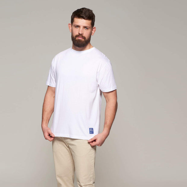 Fortmens model wearing  North 56°4 - Sustainable Crew Neck T-Shirt - White - front view