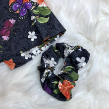 Load image into Gallery viewer, Floral scrunchie