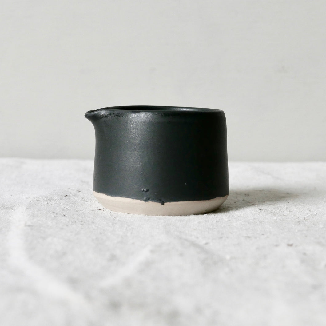 mini pourer black