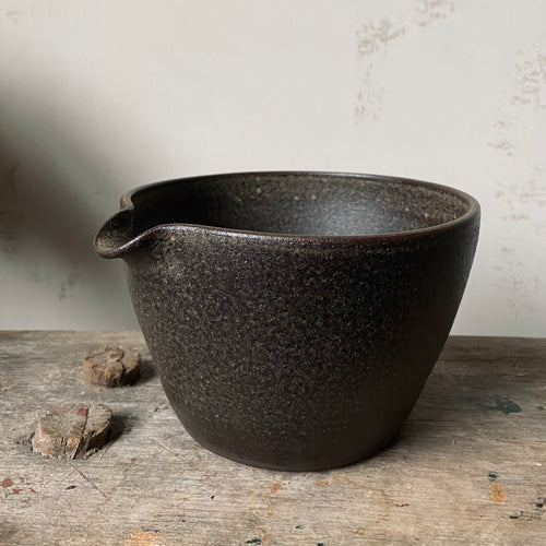 graphite large pouring bowl