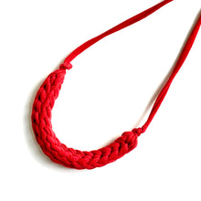 Load image into Gallery viewer, Tshirt Yarn Necklace - Stellen