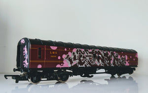 Chum101 - 'Gratitude/ Attitude' Graffitied 1:76 Carriage