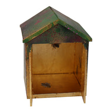 Load image into Gallery viewer, Xenz Beach Hut: I do like to bee beside the seaside