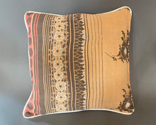 Load image into Gallery viewer, Kantha cushion