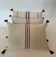 Load image into Gallery viewer, Ukranian vintage linen cushion