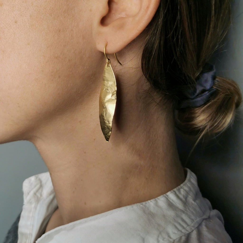 Aire Leaf Earrings Matte Gold