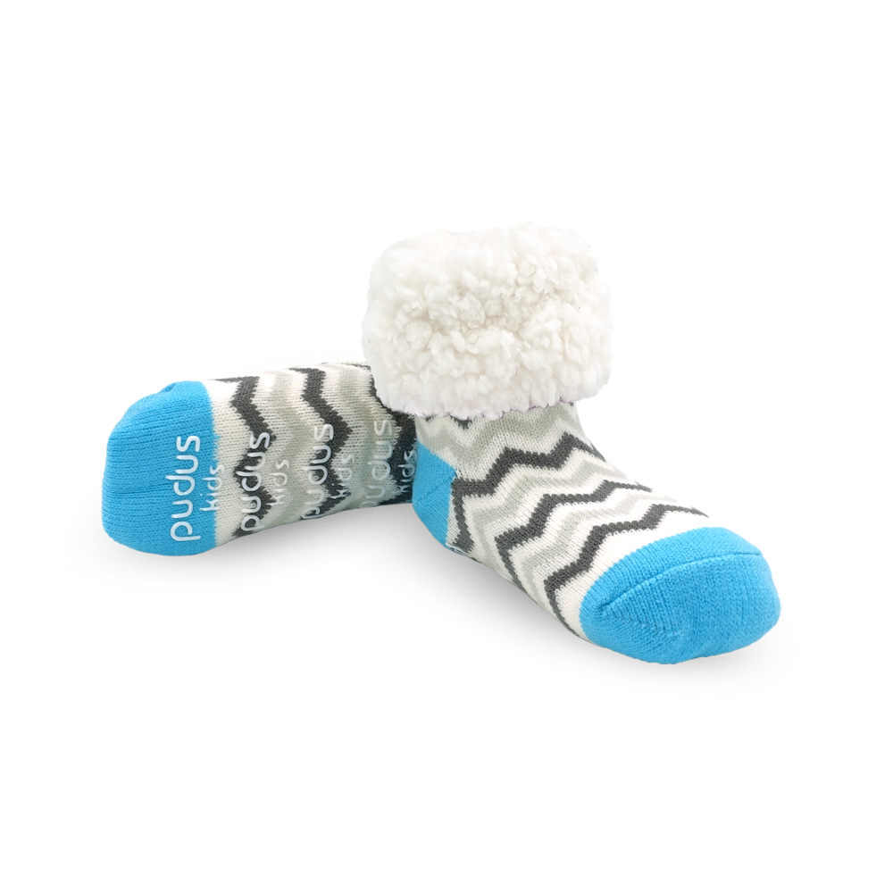 Pudus Cozy Winter Slipper Socks Chevron Blue for Kids with Non-Slip Grippers and Faux Fur Sherpa Fleece -  Boy and Girl Fuzzy Socks (Ages 4-7)