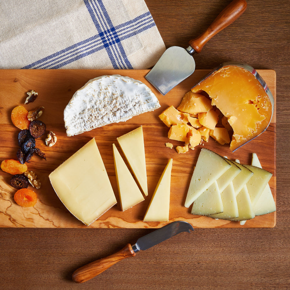 Load image into Gallery viewer, La Fromagerie - catering cheese board Gouda Manchego Triple Cream Scharfe Maxx
