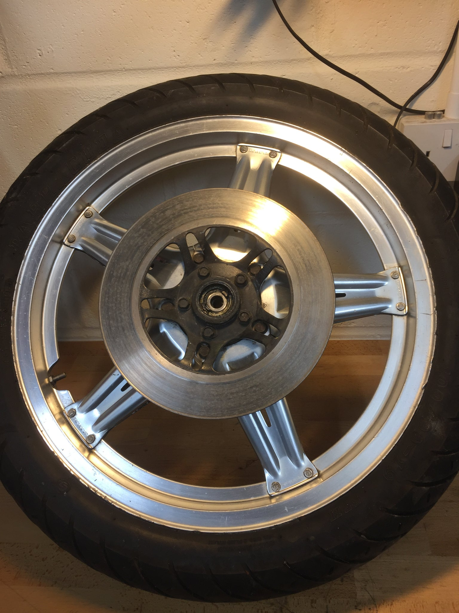 Honda CB250N Superdream front wheel