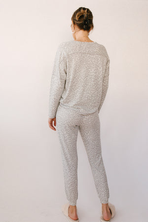 Load image into Gallery viewer, Oatmeal Grey Leopard Sweater
