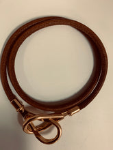 Load image into Gallery viewer, HERMES JUMBO LEATHER GOLD CLASP BRACLET