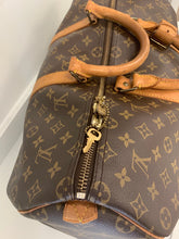 Load image into Gallery viewer, Louis Vuitton Keepall 45 Monogram Duffle Bag