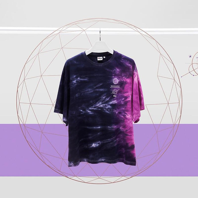 Camiseta Tie die BTS x FILA VOYAGER COLLECTION-Merch-Corea Box-Corea Box