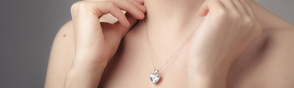 10 types of Pendants you should have in your Jewellery Collection