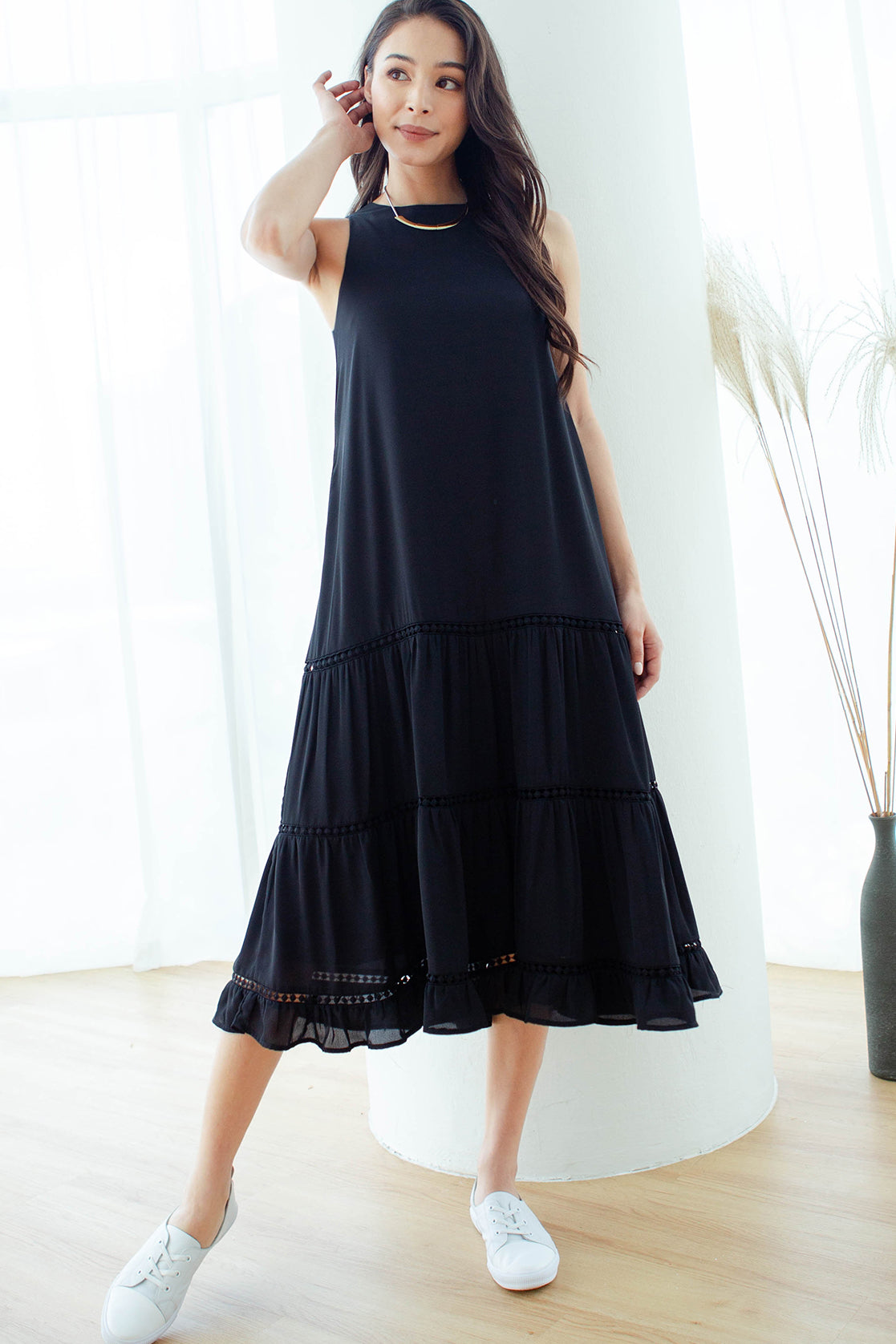 Emm Crochet Tiered Midi Dress (Black)