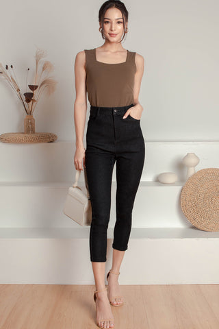 Hathaway High-waisted Jeans (Black)- M
