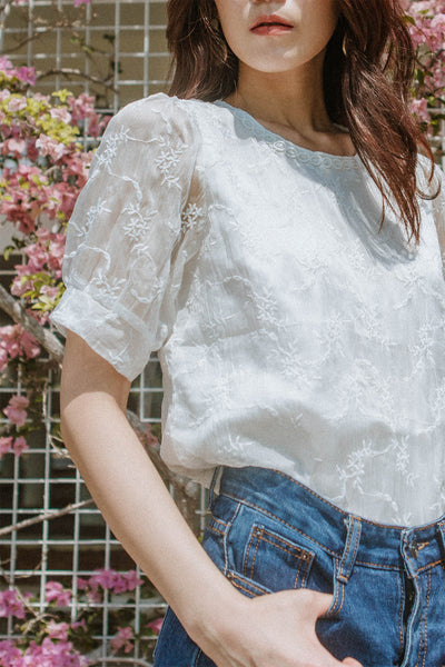 Kiera Floral Embriodery Top (White)
