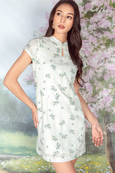 Le Floral Embroidered Cheongsam (White)