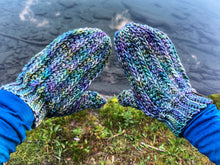Charger l'image dans la galerie, PATTERN - crochet - The Fresh Tracks Mittens