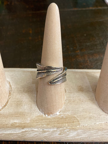 STERLING SILVER LARGE FEATHER RING