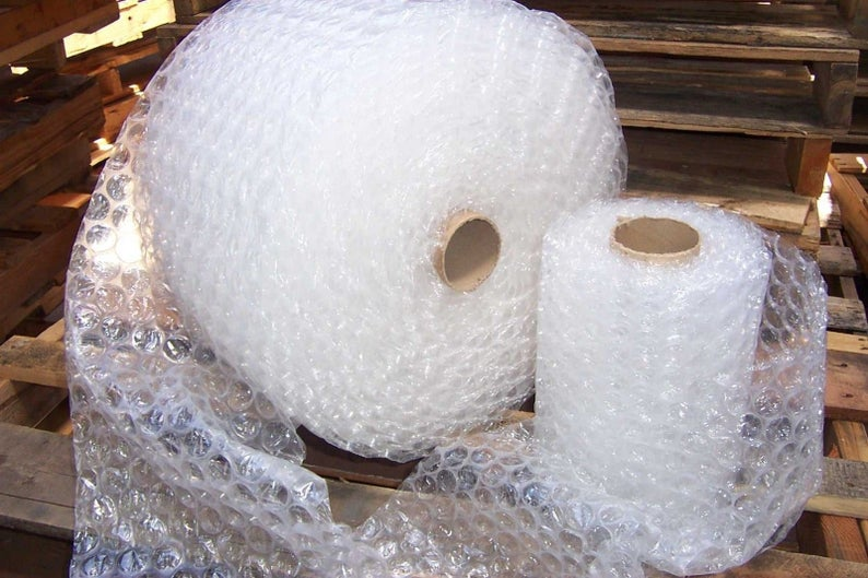 "BUBBLE WRAP® 250 ft x 12""- Large Bubble 1/2""- perforated every 12"" Core included ( 4 x 62.5 ft rolls = 250 ft)"