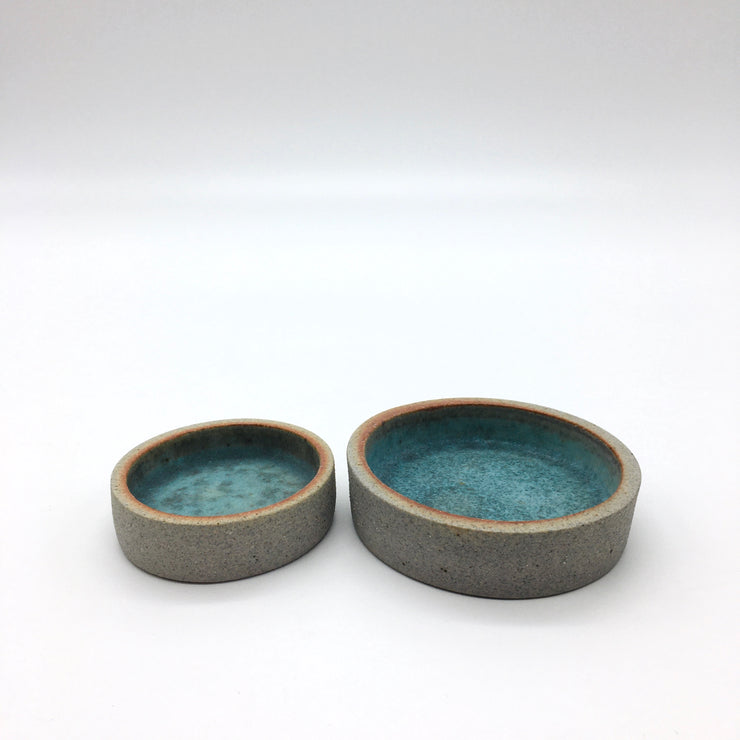 Shown here are the 2 sizes ... CYSOS 2 is the smallest one. This glaze is NOT food safe.