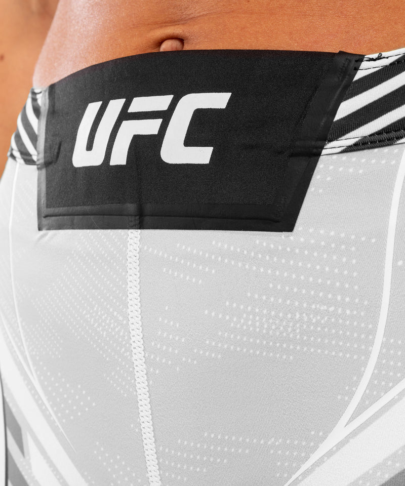 UFC Venum Authentic Fight Night Women's Vale Tudo Shorts - Short Fit – White Picture 6