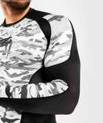 Venum Defender Rashguard - Long Sleeves - Urban Camo picture 6