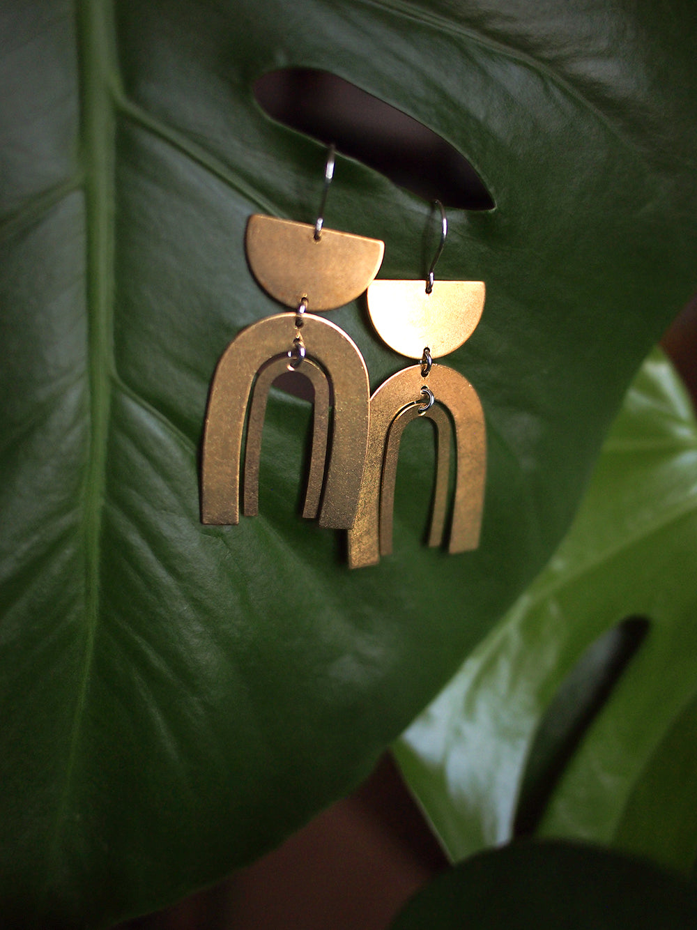 desert queen. one pair geometric bold modern raw brass half moon and arch dangle earrings.