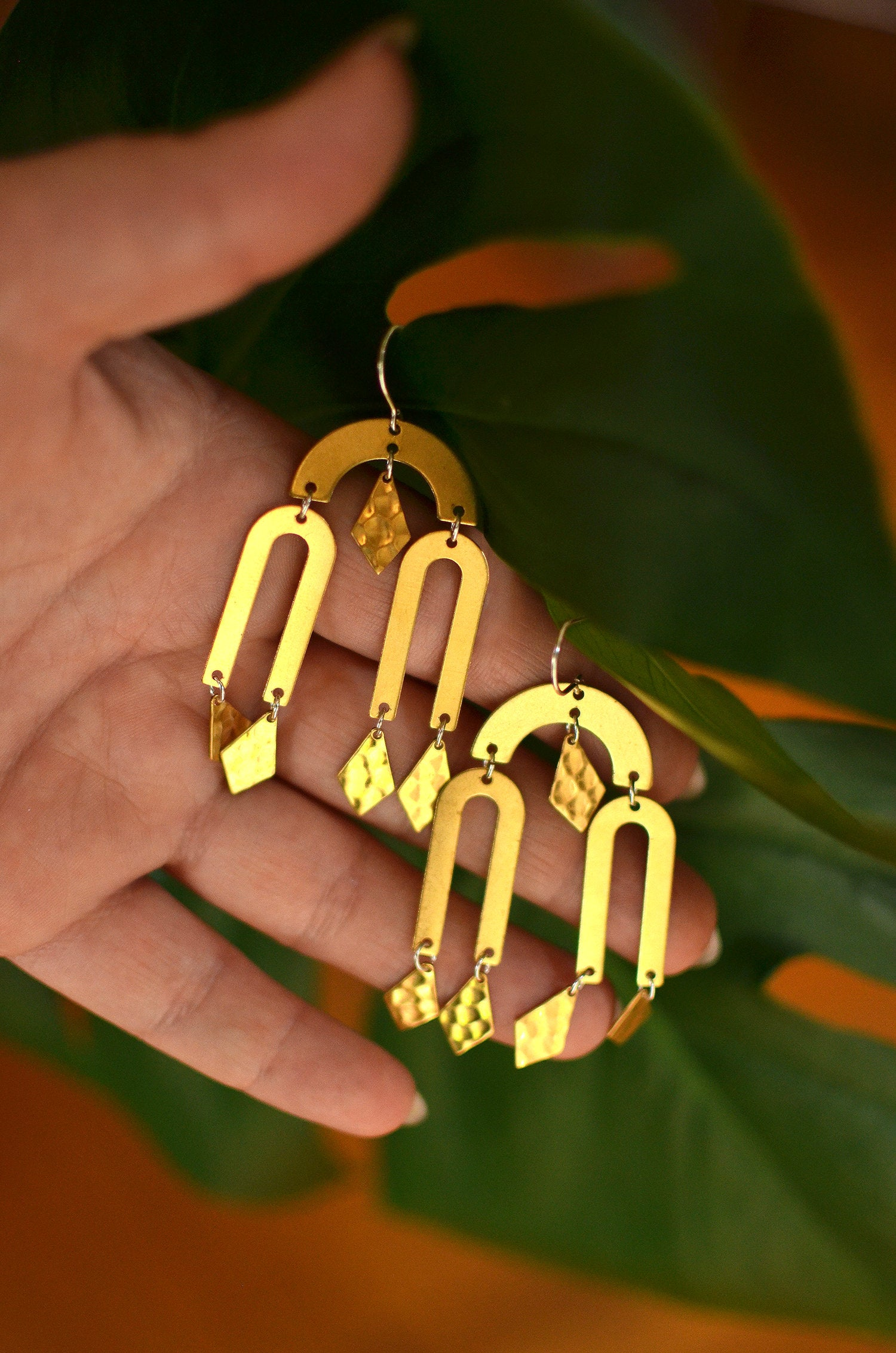 desert queen. one pair modern raw brass minimalist dangle chandelier earrings.