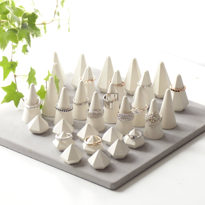 ProductImageAltText_set of 30 white ring holders_0
