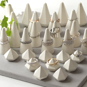 ProductImageAltText_set of 30 white ring holders_4