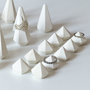 ProductImageAltText_set of 30 white ring holders_3