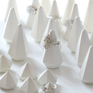 ProductImageAltText_set of 30 white ring holders_1