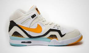 Nike Air Tech Challenge Kumquat