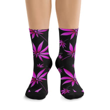 Load image into Gallery viewer, Pink Cannabis Leaf Socks