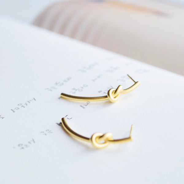 Gold Thrisse Knot Earrings