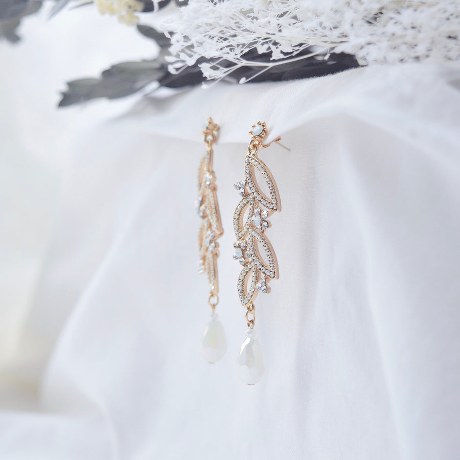 White Another Day del Luna Earrings