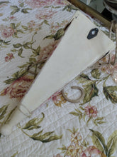 Load image into Gallery viewer, Vintage Black Label Ralph Lauren Twin MEADOW WAY - FAYE Bed skirt