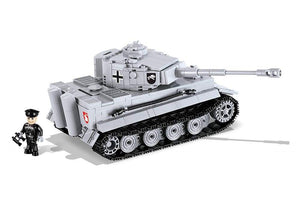 Zijaanzicht van een stilstaande Cobi 3000B world of tanks Tiger 1 tank