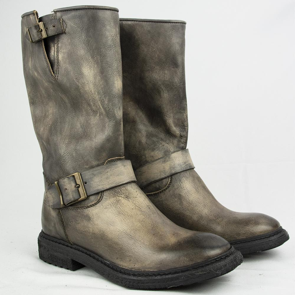 TR1007 BOOTS IN WASHED CHESTNUT.