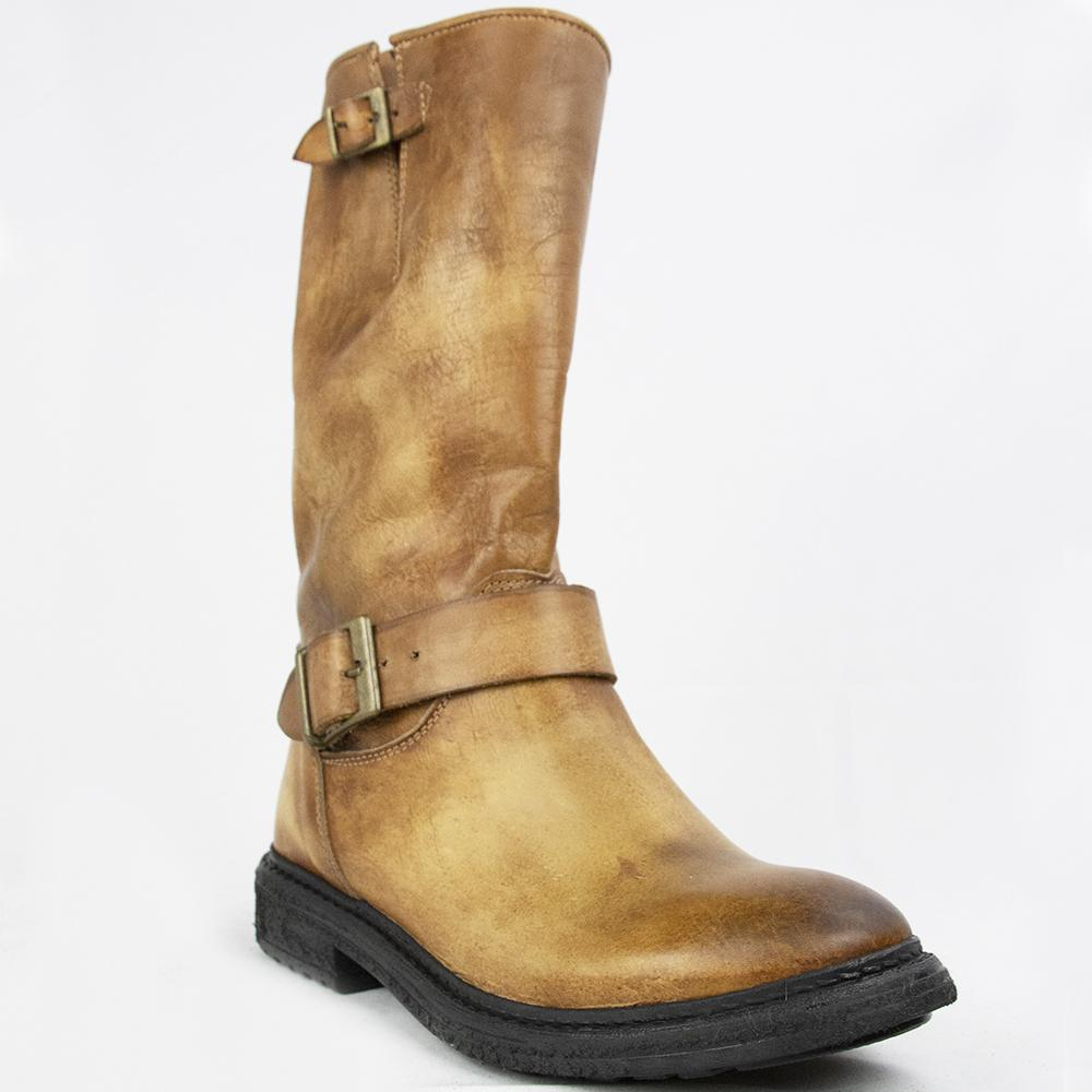 TR007 BOOTS IN WASHED COGNAC.