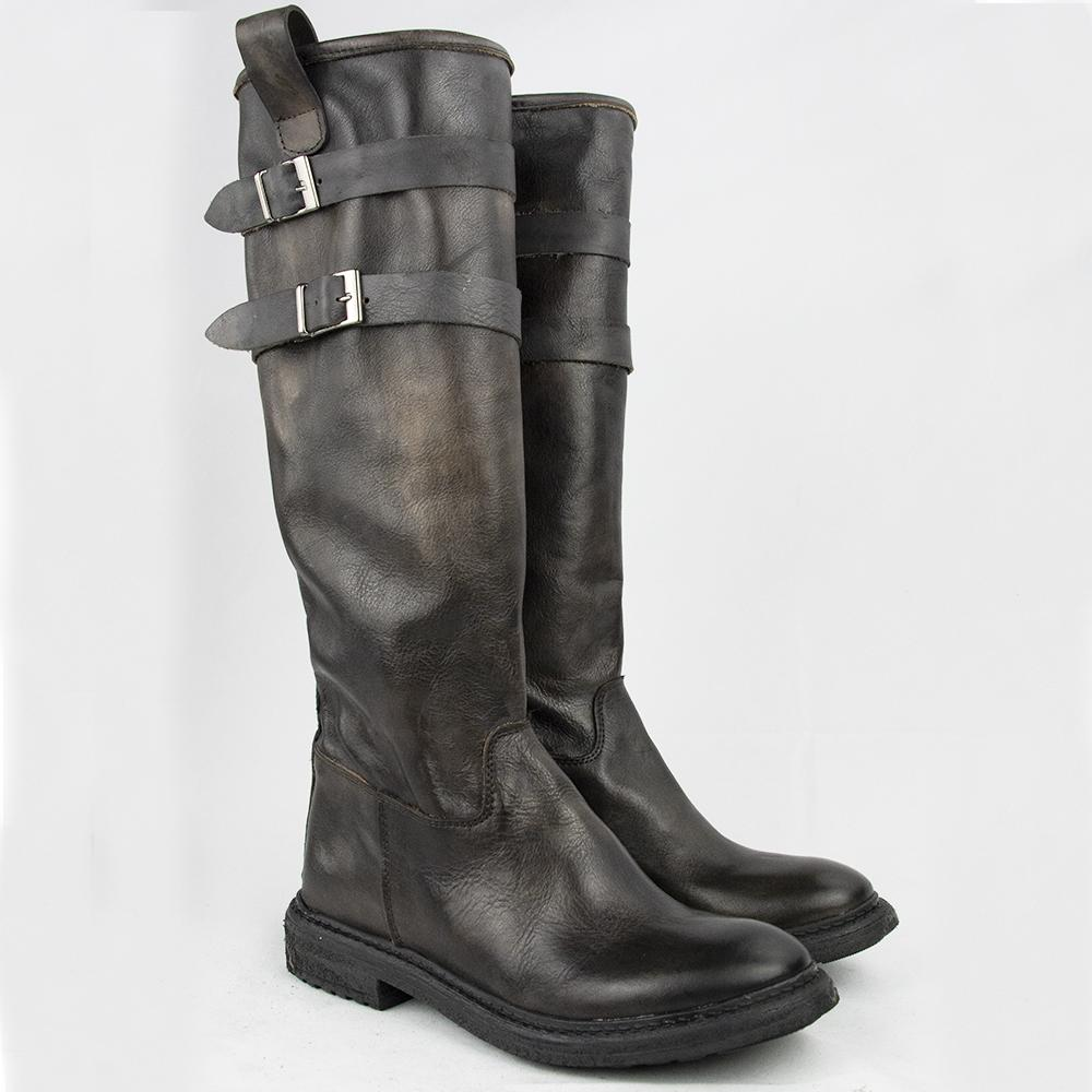 TR 1027 BOOTS IN WASHED CHESTNUT.