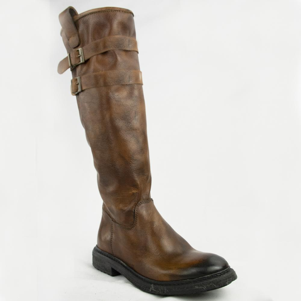 TR1027 BOOTS IN WASHED COGNAC.