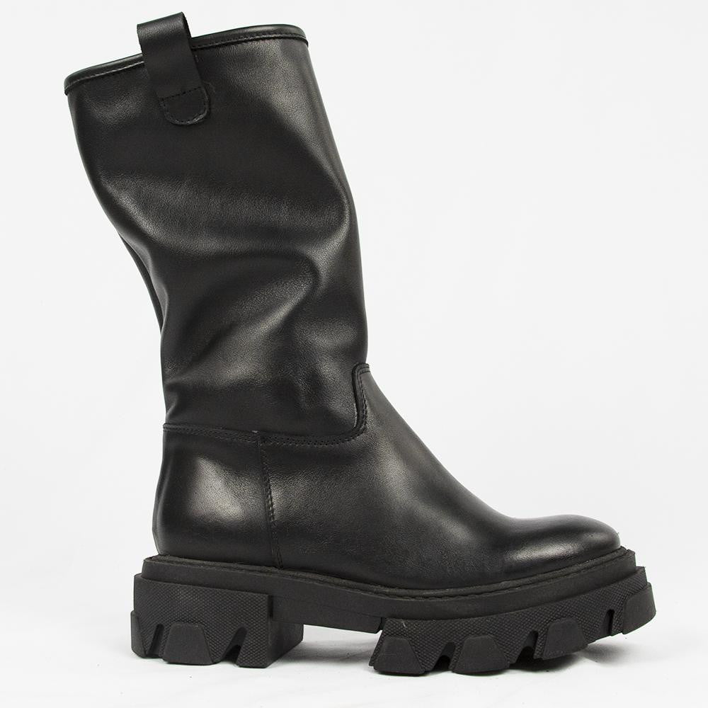 OFF 1033 BOOTS IN BLACK.